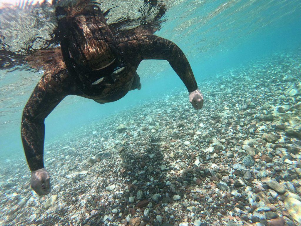 אימון בעצירת נשימה סטטית בקורס צלילה חופשית