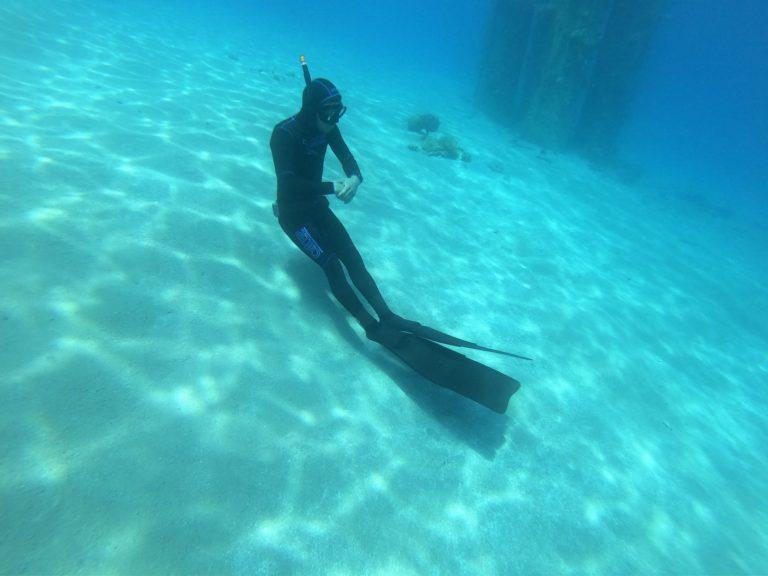צלילה עם חליפת צלילה חופשית